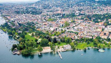 Seit Ende 2008 haben 51 von 105 pauschal Besteuerten die Stadt Zürich - im Bild das Zürichhorn - verlassen. (Bild: Christoph Ruckstuhl / NZZ)