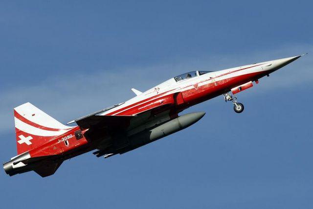 Die Sicherheitskommission des Nationalrats und der Ständerat sind für einen sofortigen Ersatz: Kampfjet der Schweizer Luftwaffe beim Trainingsflug.