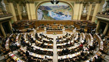 Der Nationalrat hat die Staatsrechnung 2009 mit 162 zu 3 Stimmen gutgeheissen. (Bild: Reuters)