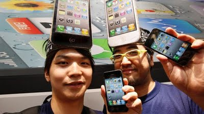 http://1.bp.blogspot.com/-losRg2SoypI/TdZIfkPvqcI/AAAAAAAAA4s/zNgpb6neWmg/s400/apple-fanboy.jpg