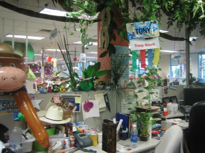 Photo of Tony Hsieh's desk